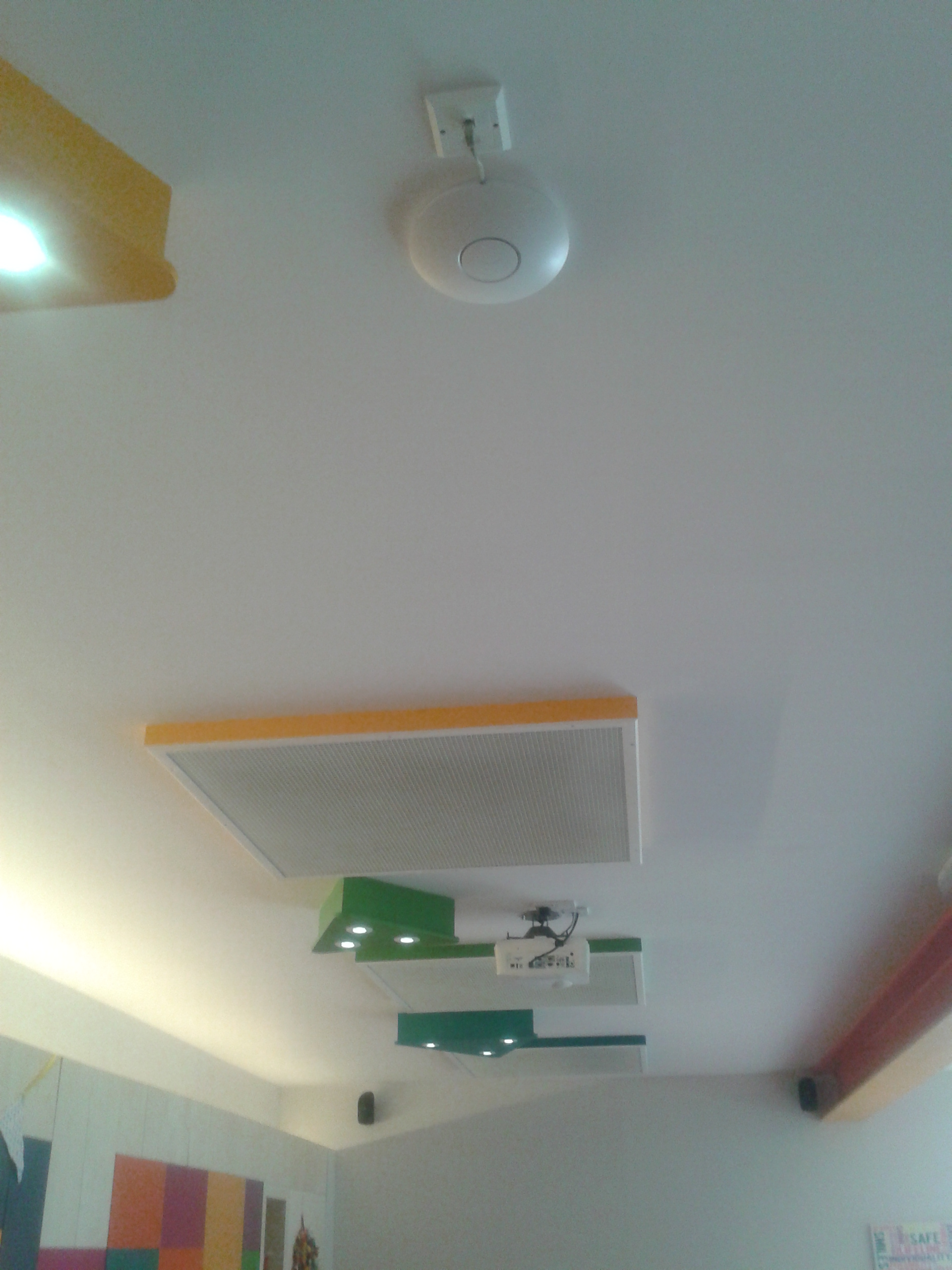 Ubiquiti UniFi Mounted on Ceiling